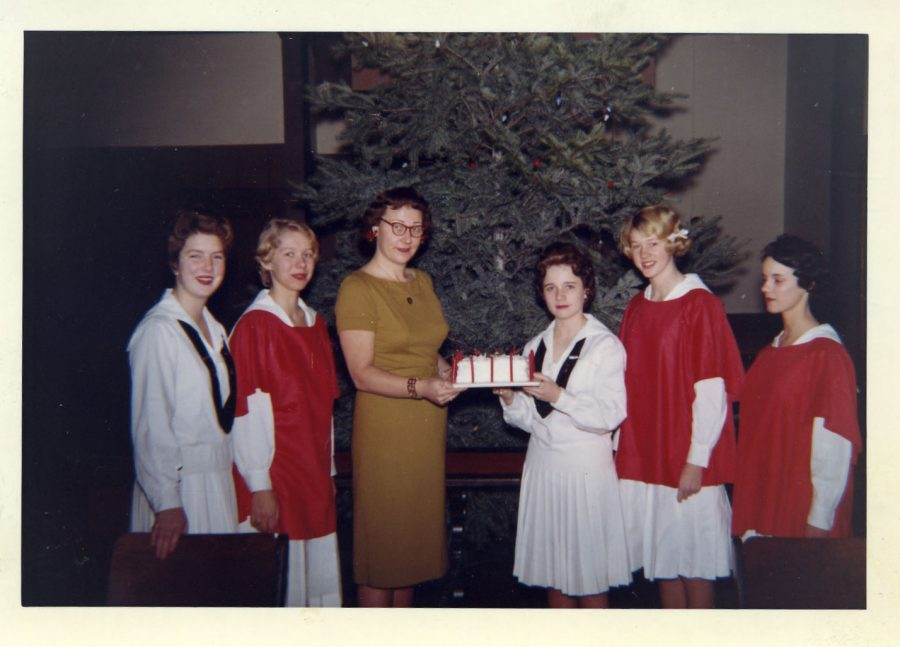 Students+and+faculty+celebrate+Christmas+on+campus+in+1960%28Lakeside+Archives%29